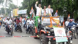 Congress holds rally in support of Candidate Ratan Das at Badharghat