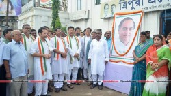 Congress leaders pay tribute to former PM Rajiv Gandhi